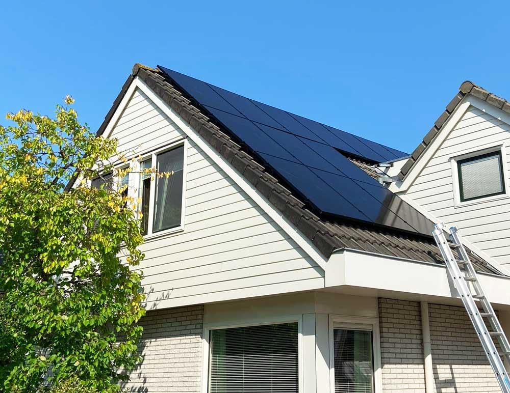 Supercombi: een laadpaal thuis met zonnepanelen.